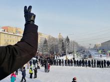 Ледяной марш: как в Челябинске проходила уличная акция в поддержку Навального