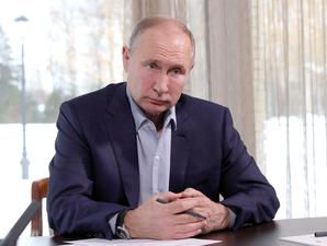 «Под удобный случай решили промыть мозги». Путин обсудил со студентами «дворец» и митинги
