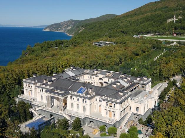 Кремль заявил, что «дворец Путина» принадлежит бизнесменам. Но отказался их назвать