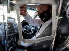 Таксисты Екатеринбурга остались без компенсации за антиковидные экраны