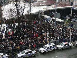 Кремль опасается накала протестов в поддержку Навального. Элита спорит, как действовать