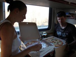 Пассажиры поездов дальнего следования смогут заказать еду из ресторанов Красноярска
