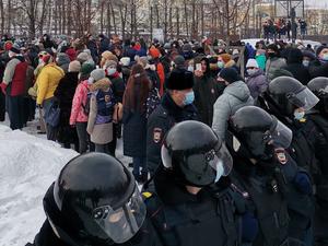 «Надругательство над правосудием». Российский бизнес — о приговоре Навальному