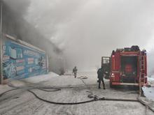 Один из складов автозапчастей компании «Автотрейд» горит в Красноярске