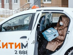 Красноярские врачи совершили более 18 тысяч поездок на бесплатных такси
