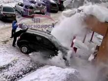 Перекрыть дороги: мэрия продолжает бороться со снегом