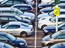 Выручка на платных муниципальных парковках сократилась в два раза