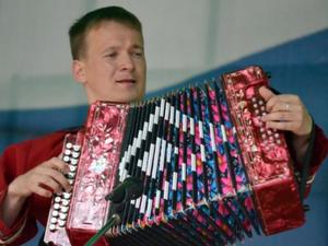 В Миассе мэрия покупает для музыкальной школы баян за миллион рублей