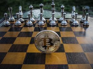 Инвестиция или казино? Эксперты — о том, стоит ли покупать биткоины в 2021 году