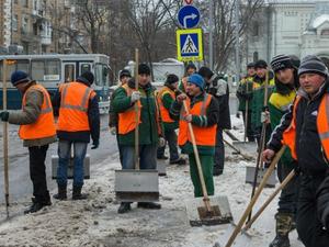 В Челябинской области — нехватка дворников: количество вакансий за год выросло вдвое
