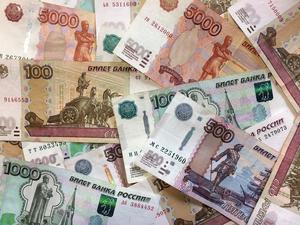 Фальшивых денег в банках Новосибирской области стало вдвое меньше