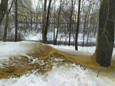 В парке около УрГУПС продолжается подготовка к стройке