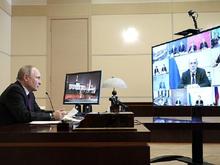 «Лучше в дом». Путин настойчиво советует бизнесу инвестировать в России. Под контролем ФНС