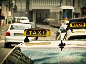 Почти четверть красноярцев не видит смысла в водительских правах и личном авто