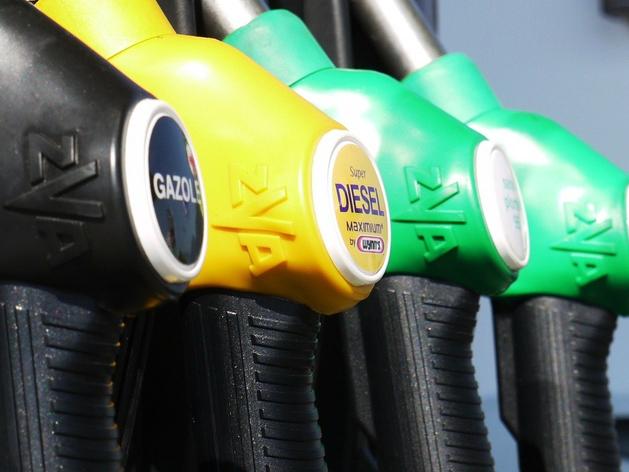 России грозит топливный кризис из-за роста цен на нефть. Владельцам АЗС нужны компенсации