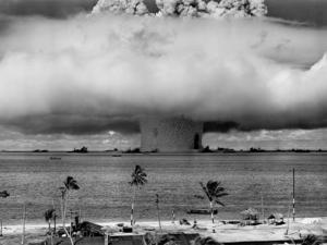«Повезло, что создать ядерное оружие непросто». Как любая новинка грозит нам гибелью