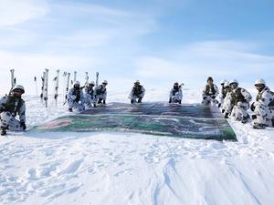 Военные установили в Саянах баннер с благодарностью врачам