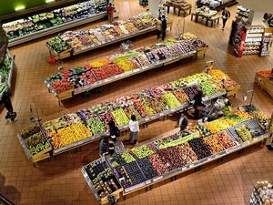 Сеть супермаркетов крупного торгового холдинга может уйти с новосибирского рынка