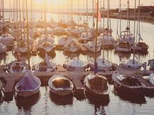 У яхт-клуба «Рыбачий» в Волгу пролилось дизтопливо