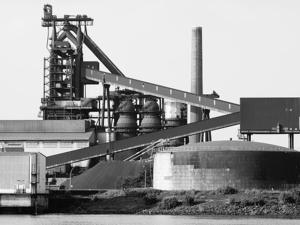 Компания, связанная с родственником Дерипаски, купила крупнейшего производителя цемента