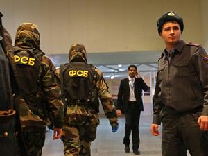 «Проводят незаконно, без судебного решения». ФСБ нагрянула с обыском к известному адвокату