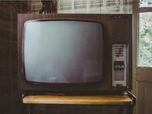 Как объяснить папе, что по телевизору тоже врут?