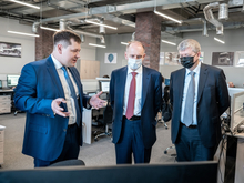 Дмитрий Пумпянский познакомился с цифровым инжиниринговым центром УрФУ