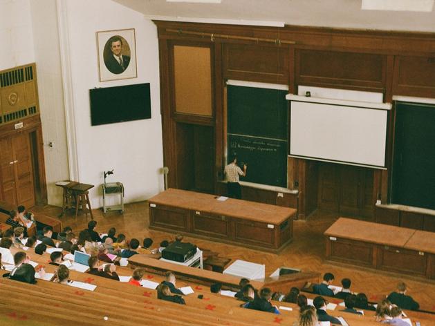 Правительство запретит заниматься просветительством людям без образовательного стажа
