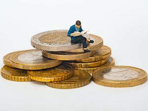 Сбережения сократились на 600 млрд руб.: россияне тратят сильно больше, чем зарабатывают