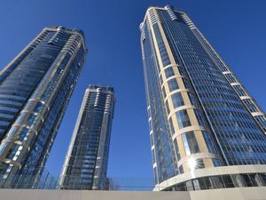 «Атомстройкомплекс» завершил строительство трёх небоскребов на въезде в Екатеринбург