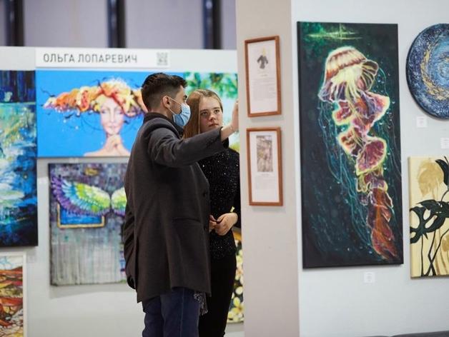 «Картины продают даже школьники». ТЦ Екатеринбурга меняют формат привлечения горожан