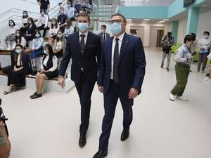 Текслер поручил усилить меры безопасности в челябинских школах после расстрела в Казани