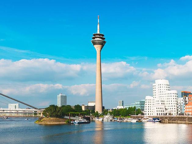 Вид на Дюссельдорф и башню Рейнтурмнтур
