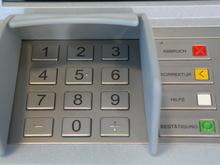 Банки тестируют снятие наличных без карты и счета. Безопасность сервиса под вопросом