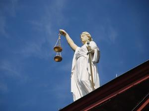 Крупнейший банк подал иск к экс-главе НПАТ на 168 млн руб. Суд пройдет в августе