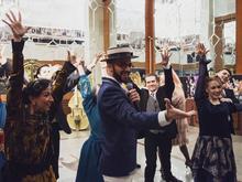 «По следам великого Гэтсби»: Музыкальный театр провел автоквест