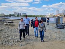 Успеть за три месяца: набережная реки Миасс напротив цирка все еще готова лишь наполовину