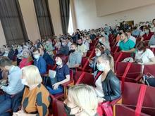 Жители Калининского района потребовали отставки главы. Он заявил на них в полицию