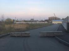 В Челябинске перекрыли бетонными блоками дорогу к элитному пансионату для престарелых