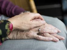 Стареть нормально, как и взрослеть. Почему наше общество так боится зрелости?