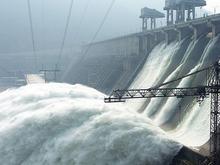 Раз в 100 лет: Енисейский каскад ГЭС резко наращивает объемы сброса воды