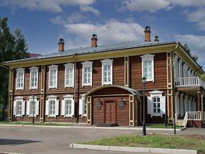 В музее-усадьбе Г. Юдина открылась уникальная выставка одружбе Сибири иФранции