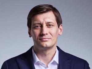 Политик Дмитрий Гудков уехал из России из-за угроз ареста