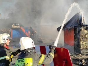 «Не заземлили газовоз»: в Новосибирске взорвалась и сгорела автозаправочная станция