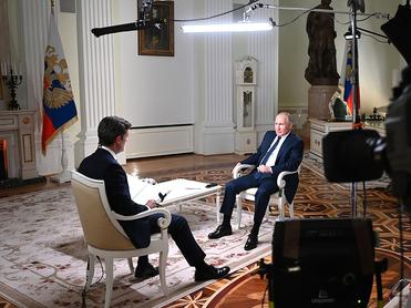 «У нас нет привычки кого-то убивать». Путин о Навальном, оппозиции и преемнике
