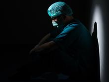 Заболеваемость коронавирусом в России быстро растет. Начались запреты массовых мероприятий