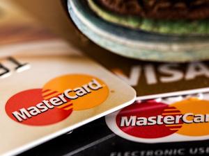 Кредитные карты сдают позиции в Красноярском крае