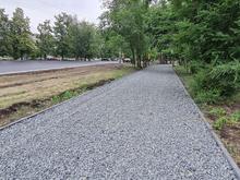 Ремонт тротуара на разворотном кольце ЧМЗ закончится в начале следующей недели