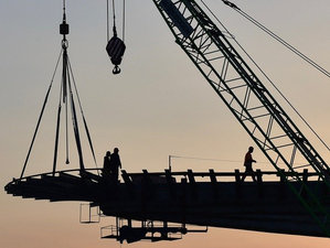 На стройплощадке четвертого моста приступили к возведению пилона