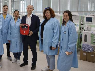 Уральский завод разработал дефибриллятор, который сможет использовать любой человек